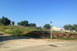 Large plot for construction of villa in Lagos close to golf